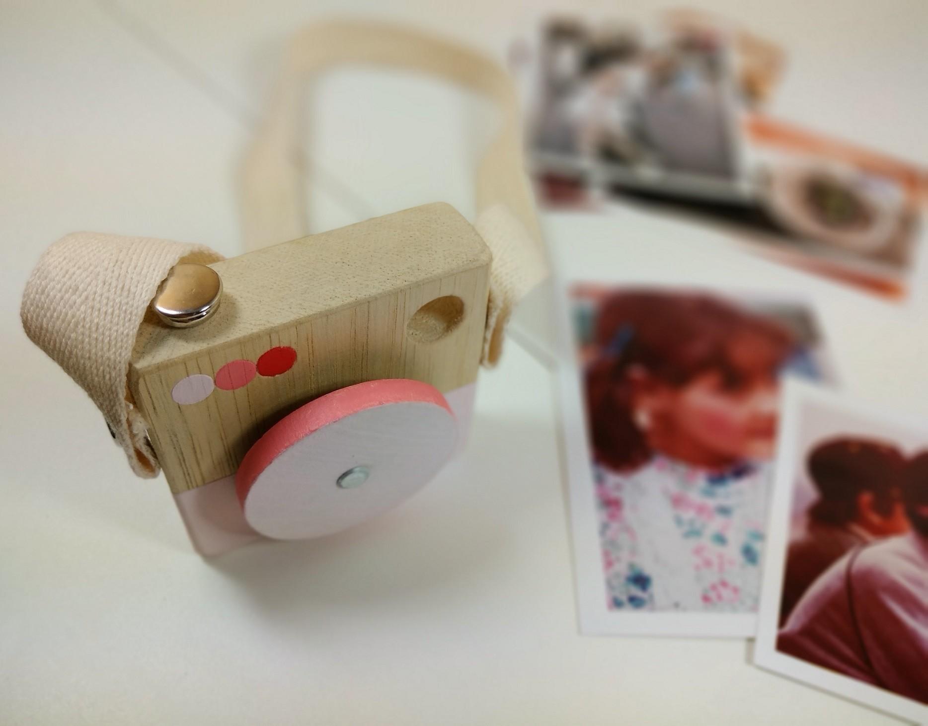 Brinquedo de madeira - Minicâmera CuteCam Rosa, da Cute Cubes - Cód. CC003