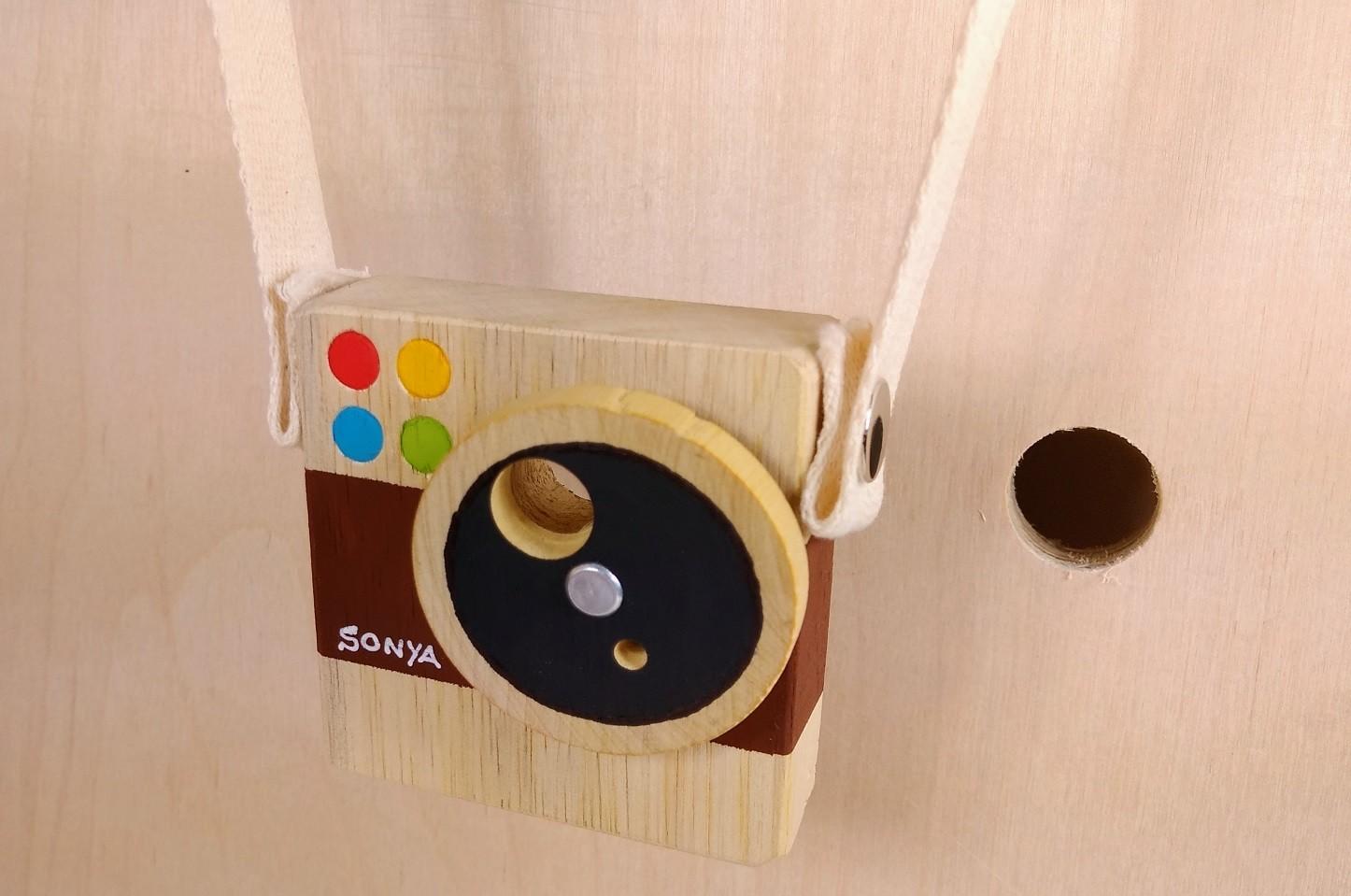 Brinquedo de madeira - Minicâmera CuteCam Sonya, da Cute Cubes - Cód. CC005