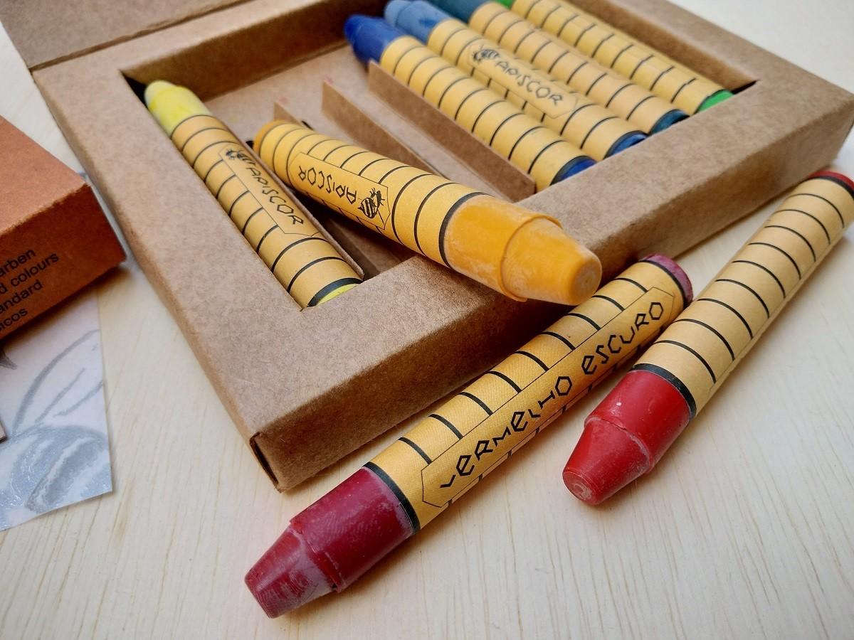 Giz de Cera de Abelha - Caixa com 8 cores (bastões), da Apiscor - Cód. AGC8L