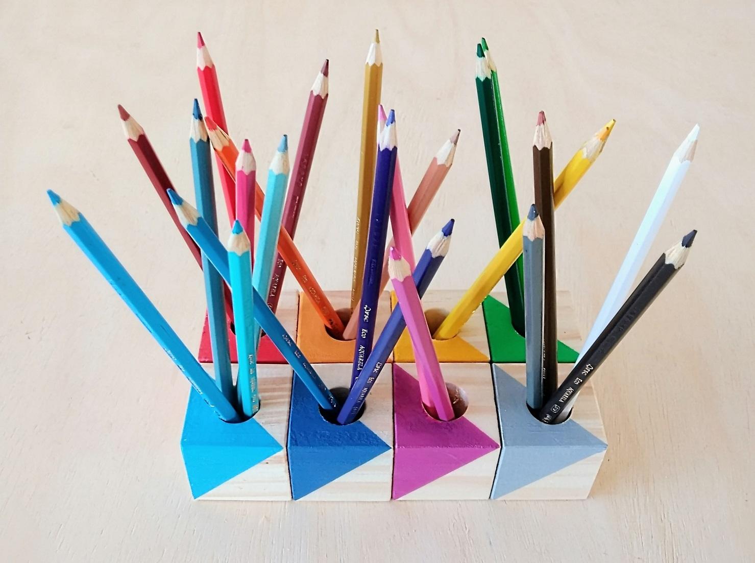 Kit de 8 Cubos Porta-Lápis de Madeira Coloridos TriTriângulos, da Cute Cubes - Cód. CC320