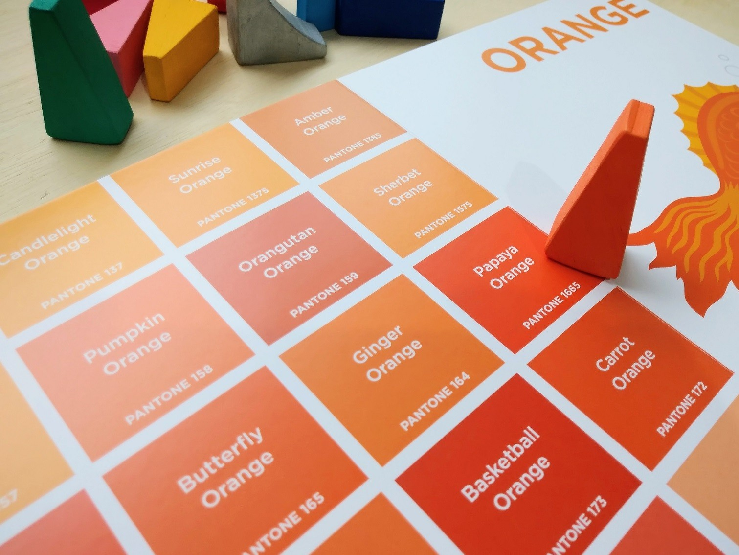 Kit Livro Pantone Colors + Brinquedo de madeira Arco-Íris Diferente 2, Cód. LP022 + PP-014