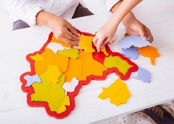 Quebra-Cabeça de madeira Mapa do Brasil - Regiões, Estados e Capitais, da NewArt - Cód. 306