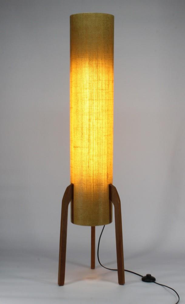 Luminária de Piso Torre Raketa