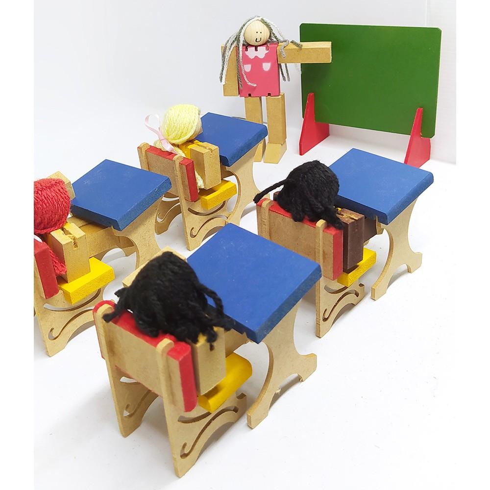 Escolinha Infantil de Madeira com Bonecos e Acessórios