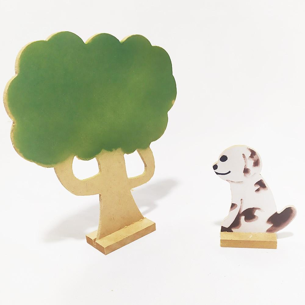 Brinquedo Educativo Casinha em Madeira com Animais Acessórios e Família Articulada