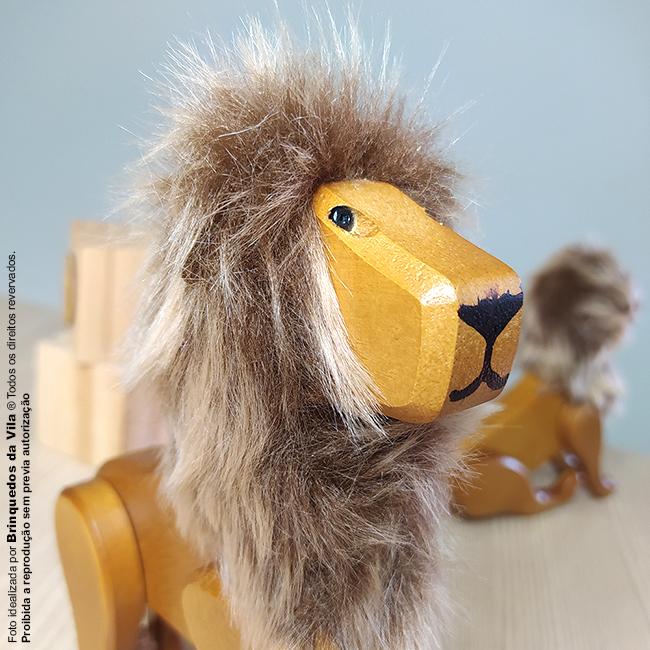 Leão de Madeira Articulado