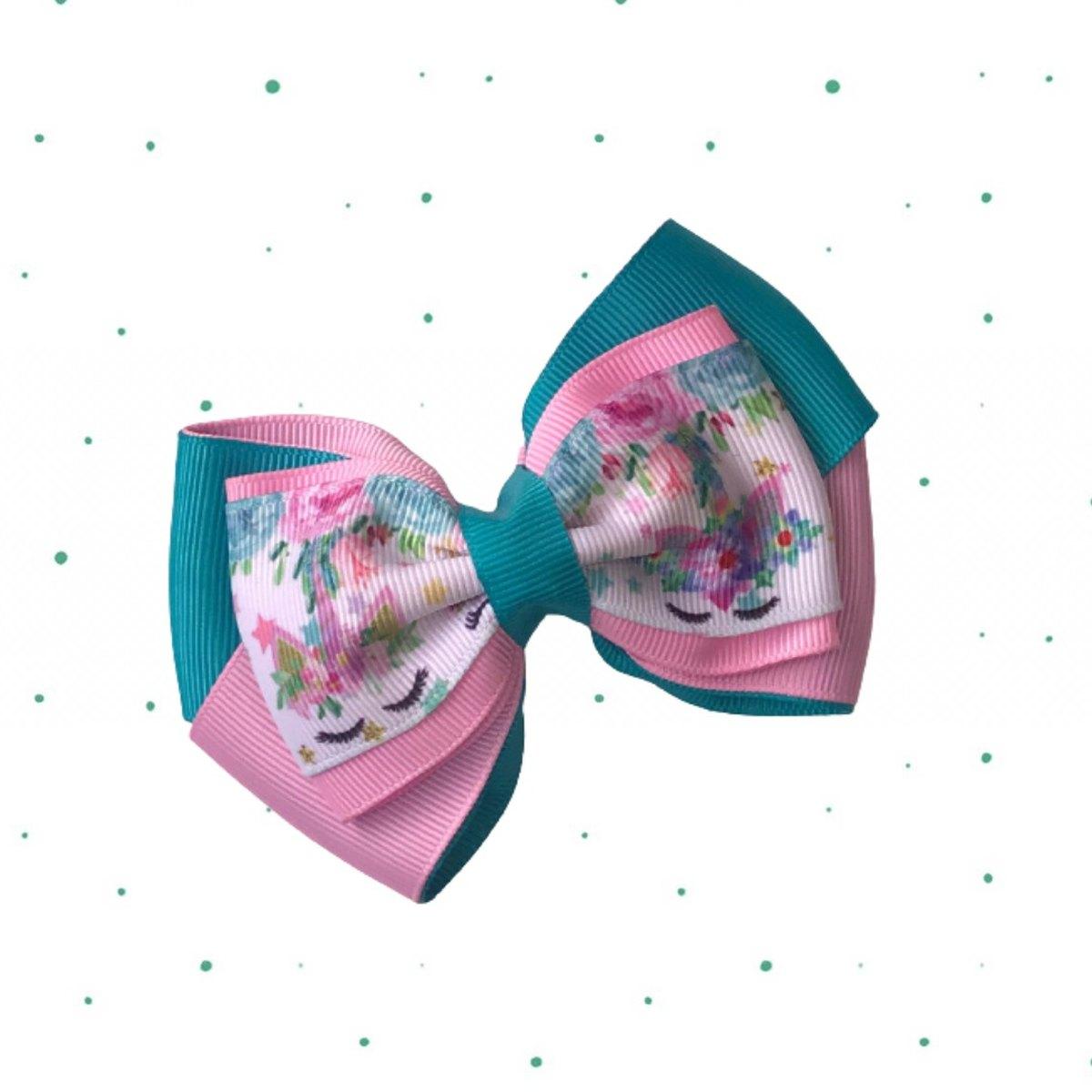 Laço Amora com fita decorada - Laço de cabelo com presilha em Bico de Pato