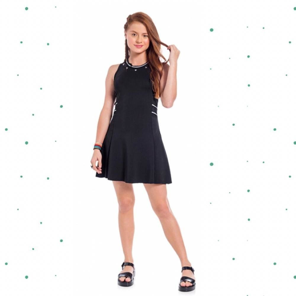Vestido Teen Amora em Neoprene possui aplique de enfeite de estrela