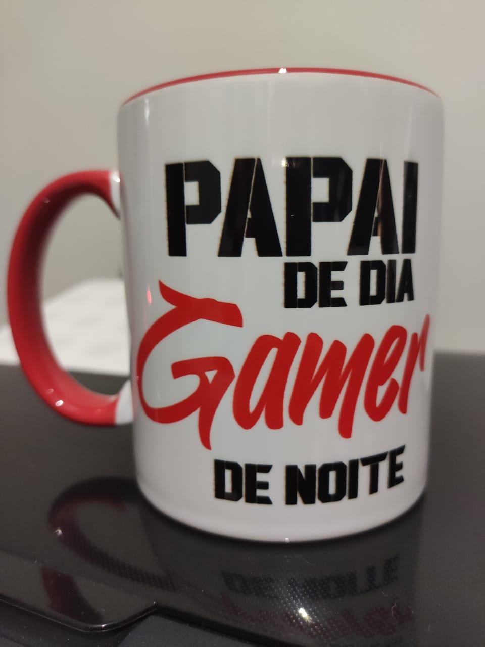 Caneca Papai de Dia, Gamer de Noite