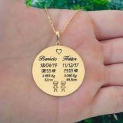 Colar Medalha Dados do Nascimento Dois Filhos(as) Banho de Ouro