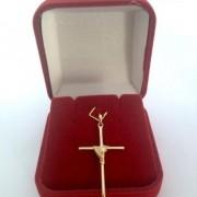 Cruz Masculina Detalhada Banhada a Ouro