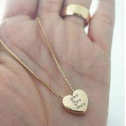 Gargantilha Coração Inicial Cravejada Banhado a Ouro