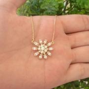 Gargantilha Flor Com Pedras Banhada A Ouro