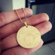 Gargantilha Medalha Dados do Nascimento Banhado a Ouro 18k