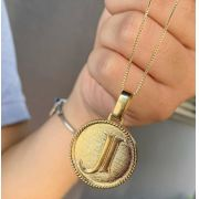 Gargantilha Personalizada Medalha Inicial  Banhado a Ouro