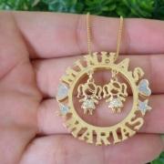 Mandala Personalizada com Bonecos Banhada a Ouro