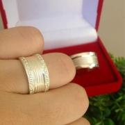Par de aliança 10mm em prata feminina com pedras