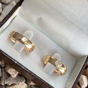 Par de aliança 5mm Abaulada Prata Banhada a Ouro