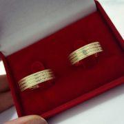 Par de Aliança 6mm com três Frisos em Prata Banhado a Ouro