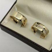 Par de Aliança 8mm Feminina com Zircônias em Prata Banhada a Ouro