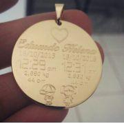 Pingente Medalha Dados de Nascimento Personalizado Banhado a Ouro