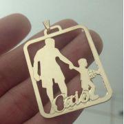 Pingente Pai Filho Segurando Bola Personalizado Banhada a Ouro
