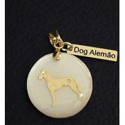 Pingente Resina Branca Cachorro Raça Dog Alemão Pet  Banho de Ouro