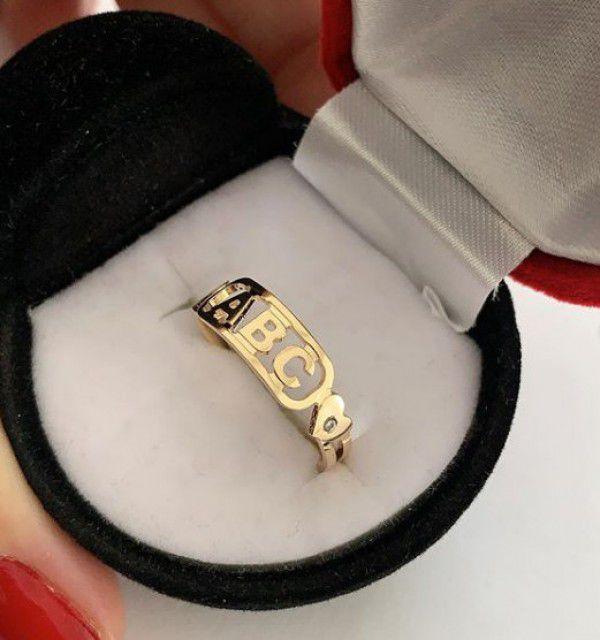 Anel ABC Formatura em Banho de Ouro Pedra Zircônia