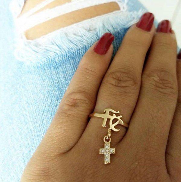 Anel Fé com Pingente de Cruz Cravejado com Zircônias Banho de Ouro