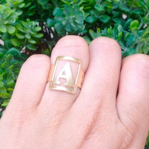 Anel letra inicial banhado a ouro