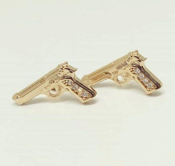 Brinco Pistola Cravejado com Zircônias em Banho de Ouro F. 9.6