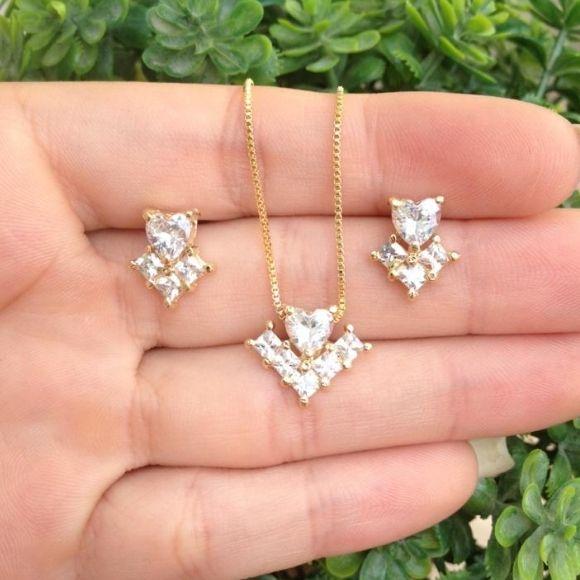 Conjunto coração cristal com detalhes banhado a ouro