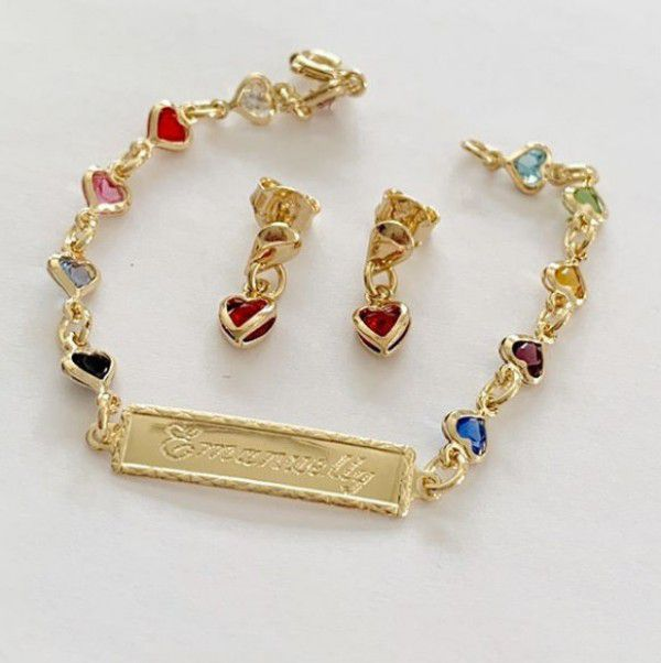 Conjunto Infantil Chapinha Corações Coloridos em Banho de Ouro