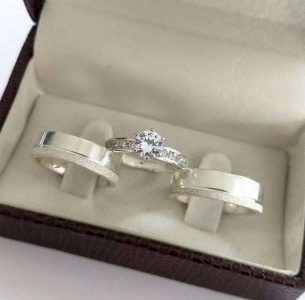 Conjunto par de aliança 6mm em prata + anel solitário folheado em prata namoro casal