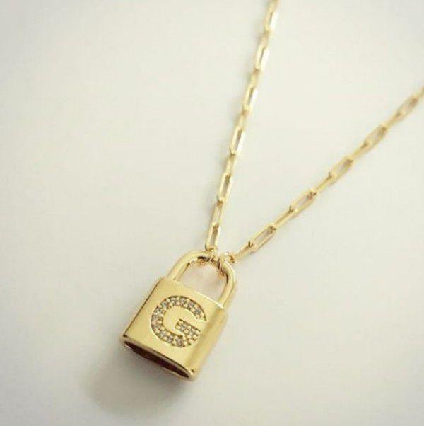 Gargantilha Cadeado com Inicial Cravejada Banhado a Ouro