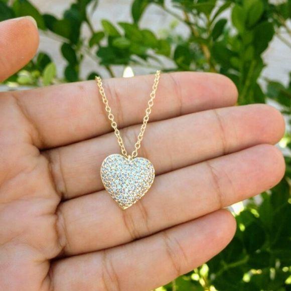 Gargantilha Com Coração Cravejado Banhado a Ouro