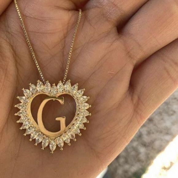 Gargantilha Letra Inicial Coração Navete Banhado a Ouro
