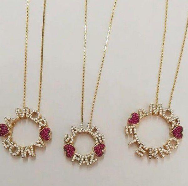 Gargantilha Mandala Dois Nomes Cravejados em Zircônias com Corações Rubi Banhado a Ouro