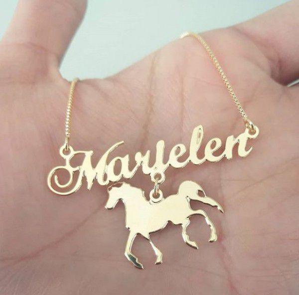 Gargantilha Manuscrito Personalizado Cavalo Banhado a Ouro