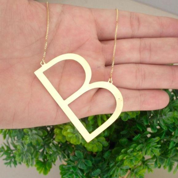 Gargantilha Maxi Letra Inicial em Diagonal em Banho de Ouro