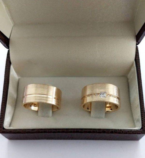 Par de Aliança 10mm Feminina Pedra Quadrada Prata Banhada a Ouro