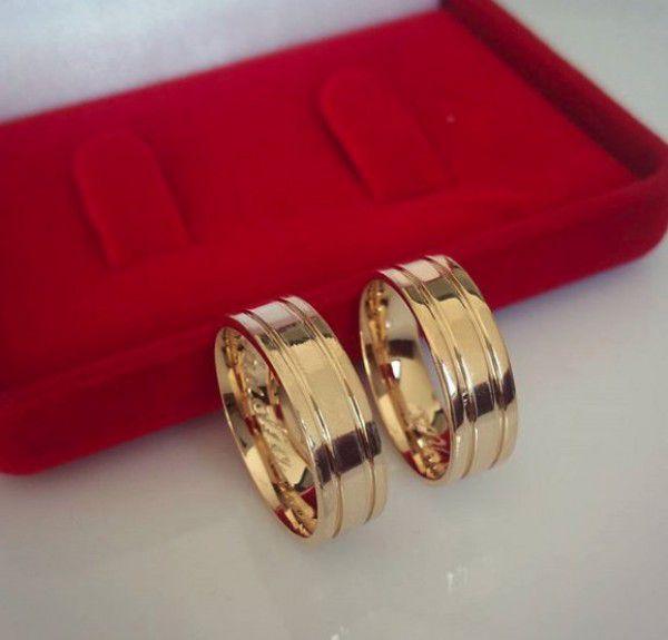 Par de Aliança 6mm 2 Frisos Laterais Prata Banhada a Ouro