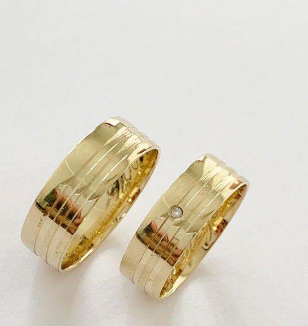 Par de Aliança 6mm dois Frisos Laterais Prata Banhada a Ouro