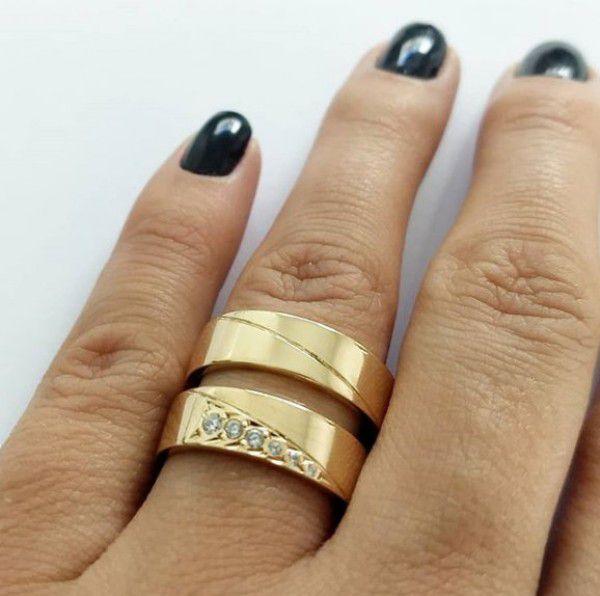 Par de Aliança 6mm Pedras Frisos Diagonal Prata Banhado a Ouro 18k