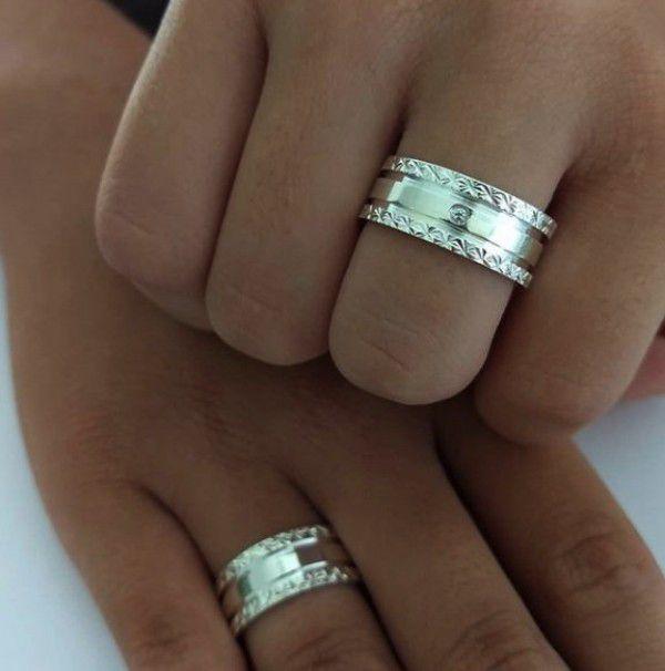 Par de Aliança 8mm Laterais Diamantadas em Prata
