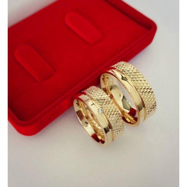 Par de Aliança 8mm Reta Diamantada Prata Banhado a Ouro
