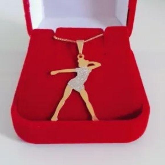 Pingente Feminino Dançarina Com Corrente Banhada A Ouro 18k
