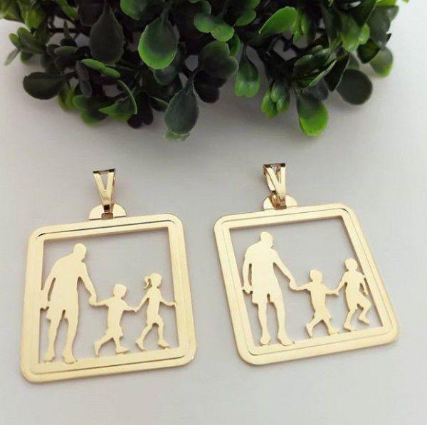 Pingente Medalha Pai e Filhos Banhado a Ouro