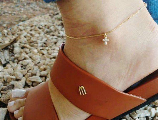 Tornozeleira Cruz Cravejada em Zircônias em Banho de Ouro F. 5.7
