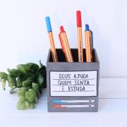 Porta-lápis Deus Ajuda Quem Senta e Estuda - Papelote